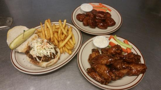 Wiseguys Sports Bar & Grill: Pulled Pork Sandwich & Wings