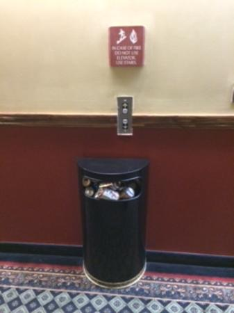 Embassy Suites by Hilton Cleveland Rockside : Common area trash full of beer cans.