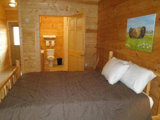 Buffalo Trail Cabins, Cottages & Campground: En Suite Rooms available!!