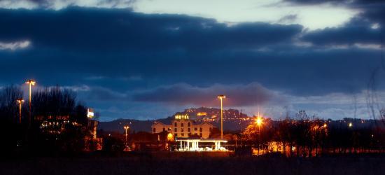 Il Grifo Hotel e Prosciutteria: Panoramica nottura