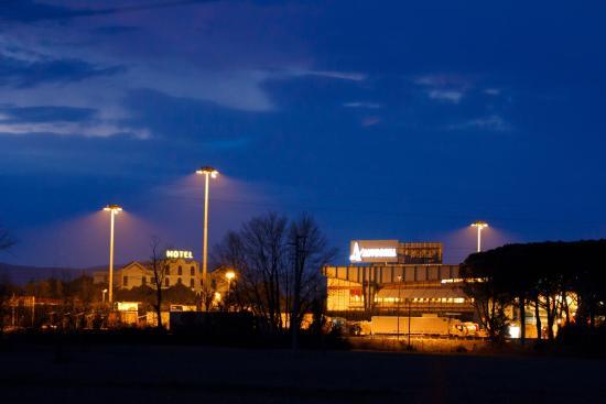 Il Grifo Hotel e Prosciutteria : Panoramica nottura