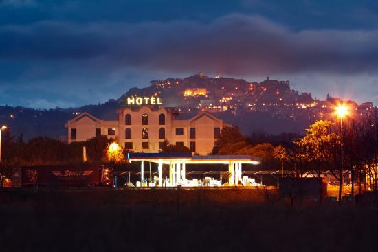 Il Grifo Hotel e Prosciutteria: Panoramica notturna
