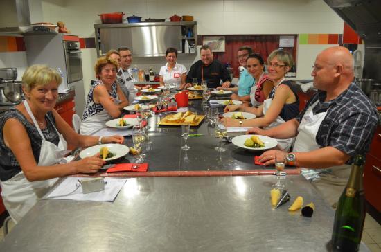 Eleves durant les cours photo de passion cuisine rully - Passion cuisine rully ...
