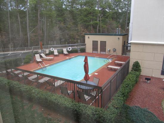 Holiday Inn Express Fayetteville - Ft. Bragg: View of pool