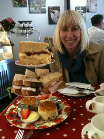 2 Sisters Cafe at Plumgarths: Three tiered calories !!!!!!!!!! Lovely.
