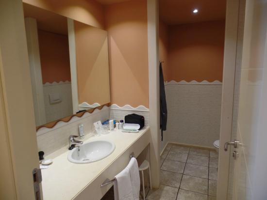 Blick Ins Bad Waschtisch Picture Of Islantilla Golf Resort Hotel