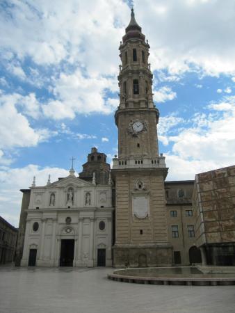 Museo De Tapices Y Capitular De La Seo : fachada