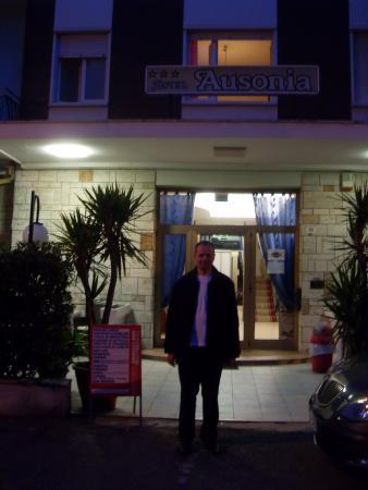 Hotel Ausonia: Жаров Леонид