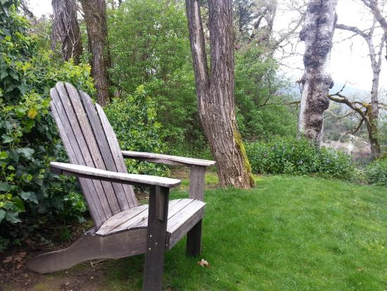 Coho Cottages: Spa Cottage Private Lawn
