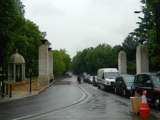 The Memorial Gates: Desde el comienzo de Constitution Hill