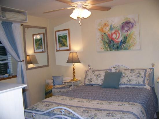 Scottsburg, Oregón: Garden Suite, one queen bed