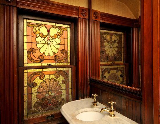 Victorian Loft: Powder Room