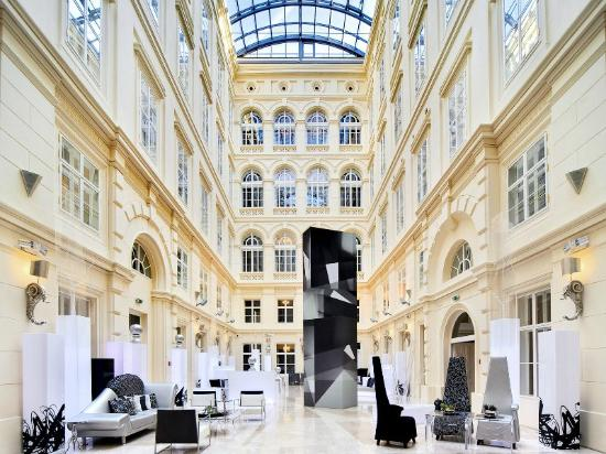 Barceló Brno Hotel atrium