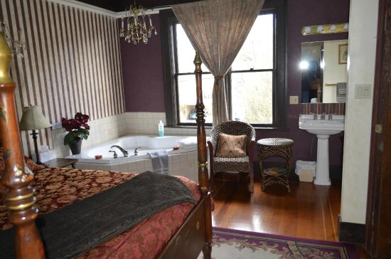 Marketa's Bed and Breakfast: One of the inviting bedrooms