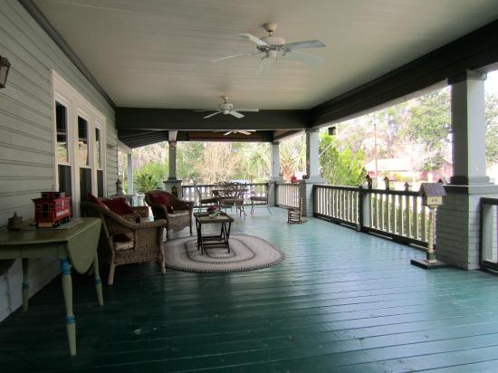 The Inn at Folkston B&B: The Front Verandah