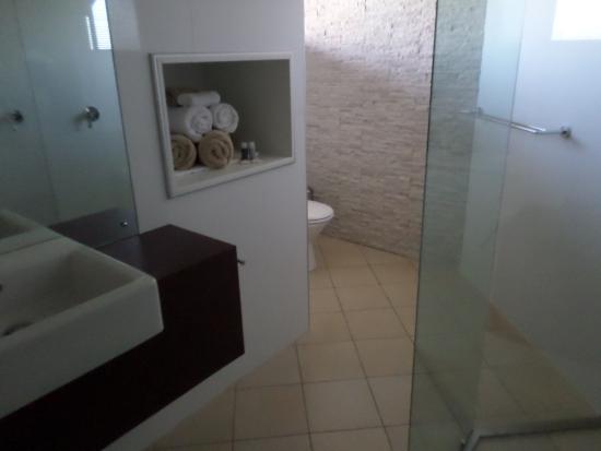 Merlot & Verdelho Townhouses : Closeup of loft bathroom