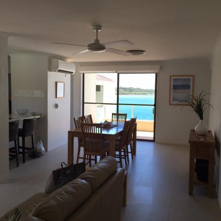 Munna Beach Apartments: Agradável, bem iluminado e com vista para o rio.