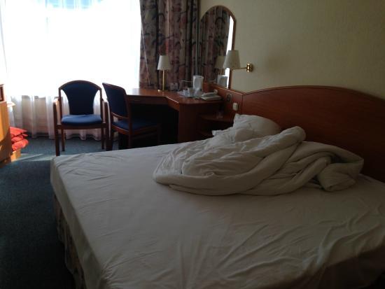 Hotel Orion Várkert: Большая двухспальная кровать