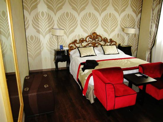 Camera da letto in stile veneziano - Foto di Amadeus Hotel, Venezia ...