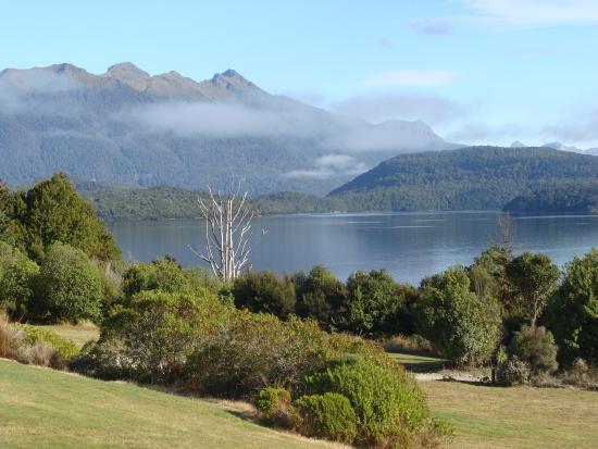 Lake Manapouri: 2