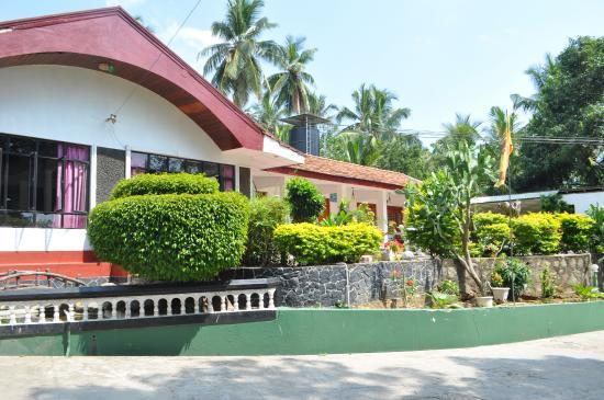 Hotel Lake Side Tourist Inn : inn