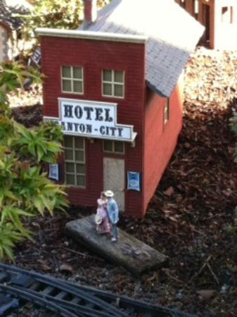 C'est La Vie Inn: Train Village