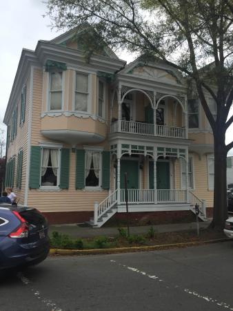 Savannah Historic District: A house ordered from Sears and Roebuck - notice how the builder didn't read the instructions and