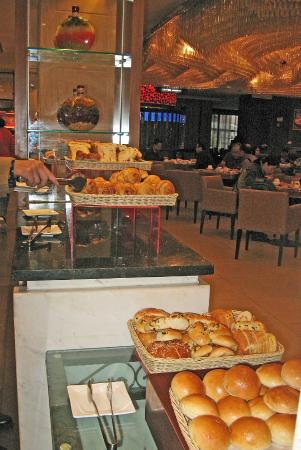 Grand Noble Hotel: Breakfast buffet