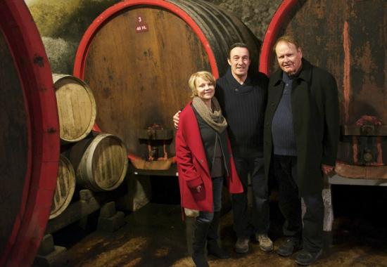 Winery Plus Tours : Winemaker in Chateauneuf describing use of large barrels