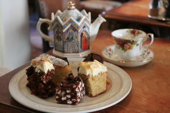 Juliet's Cafe: Tea and cakes