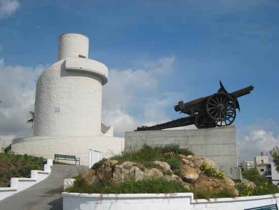 Carihuela Park Palace : You get a great view of the complex from Bateria Parque (next to Montemar Station)