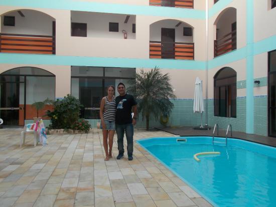 Bombinhas Palace Hotel: El patio del Hotel y la Pileta