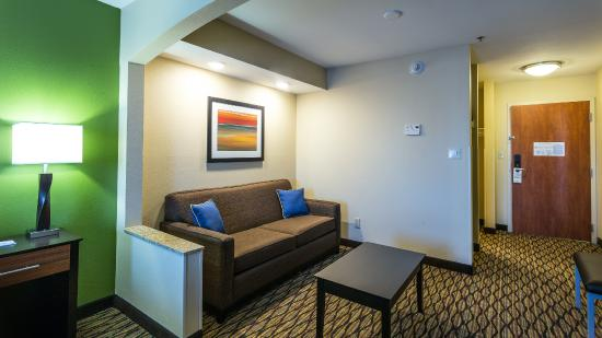 Holiday Inn Express Hotel and Suites Edmond: Revamped King Executive Suite Living Area