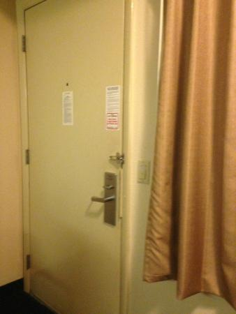 Red Roof Inn Cincinnati - Sharonville: You could see into the room because curtain wouldn't exactly close.