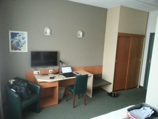 Hobbit Hotel: Room Desk Television