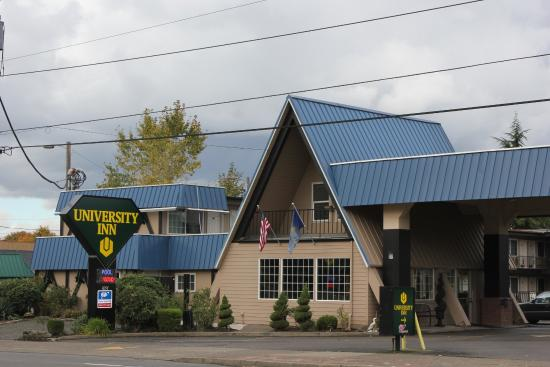 Eugene University Inn & Suites: Hotel