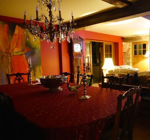 Broadway Barn Properties: living room