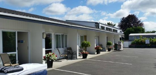 Broadway Motel & Miro Court Villas: rooms and parking