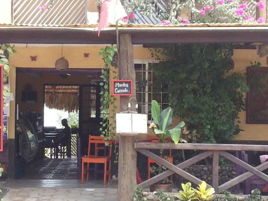 La Mora Posada: Front of restaurant / hotel
