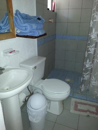 La Mora Posada: bathroom