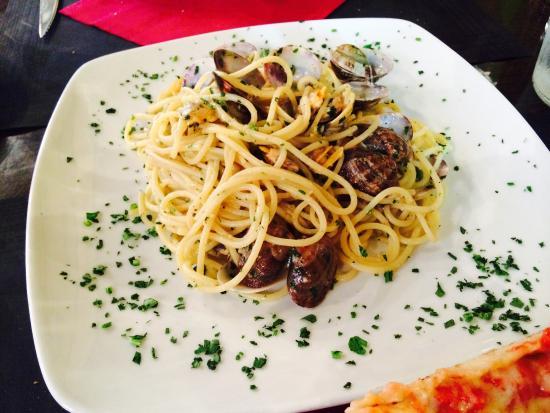 Ristorante Pizzeria Al Bacco Felice: 베니스에서 먹은 봉골레ㅠㅠㅠ저희가 유럽여행 하면서 먹은 음식중에 제일 맛있었던ㅠㅠㅠㅠㅠㅠ지금도 못잊고 있어용 이것 때문에 다시 베니스 꼭 가기로 했어용 짱맛 인생 파스타ㅜㅜ