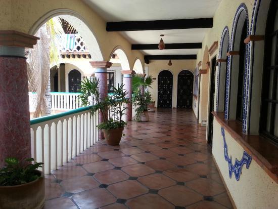 Hotel Flor de Maria: Corridor