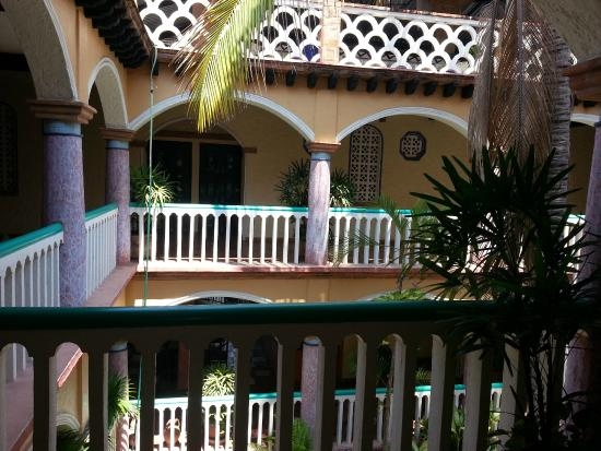 Hotel Flor de Maria: Courtyard from the second floor