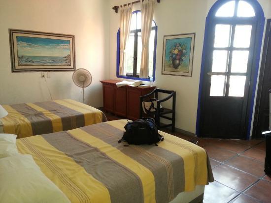 Hotel Flor de Maria : Second floor room with some ocean view