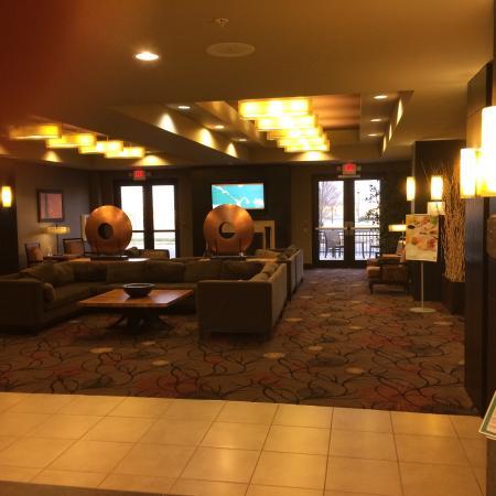 Holiday Inn Hotel & Suites Tulsa South : Holiday Inn South Tulsa lobby