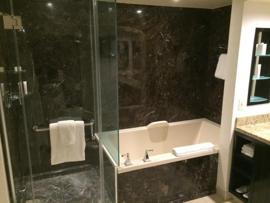 Wonderful deep soaking tub - Picture of Delano Las Vegas, Las Vegas ...