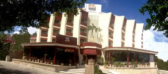 Hotel Plaza Kokai : Fachada del hotel y alrededores