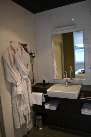 Boutique Hotel Lumiere: Badkamer (lavabo)