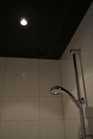Badkamer (douche) - ventilatie los - Picture of Boutique Hotel ...