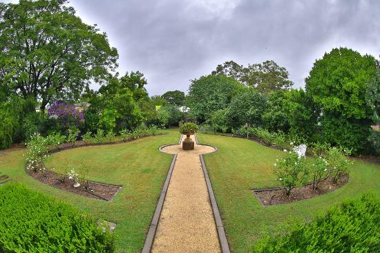 Hathaway Bed & Breakfast: The Grounds
